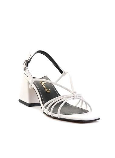 Bambi Klasik Topuklu Ayakkabı Beyaz